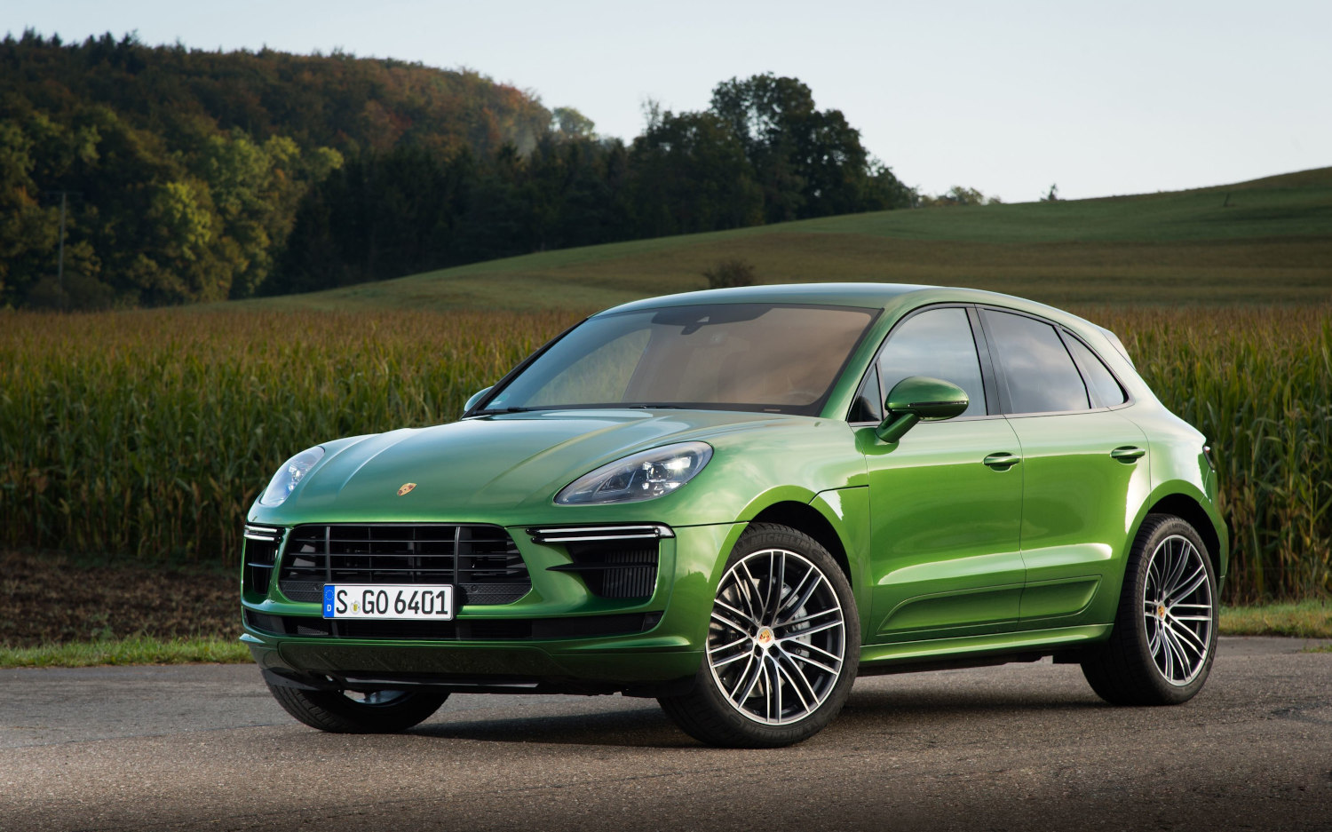 45 angle front Porsche Macan Turbo 2020